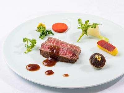 国産牛フィレのステーキ和風おろしタレ 季節の野菜添え