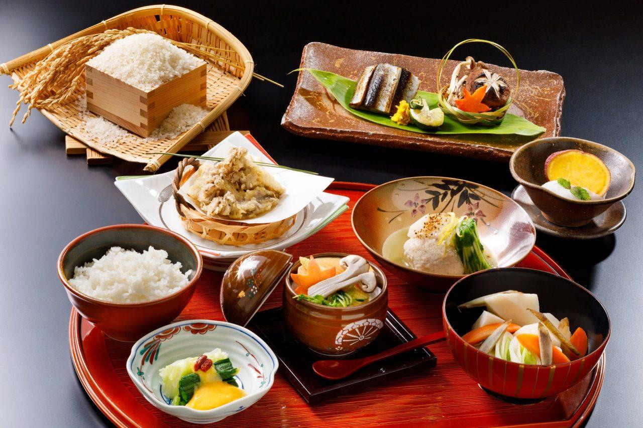 10月おすすめランチ「炙り秋刀魚と芋の子汁御膳」